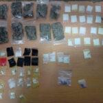 Distribuidor de droga en la zona turística de Playa del Carmen abandona caja con más de 50 dosis, ante operativo de seguridad